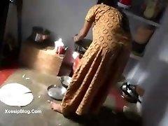 Desi holder screws his maid - DesiBate.com