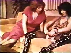 Girl-girl Peepshow Loops 612 70s and 80s - Scene 2