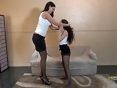 Amazon Vanessa and tiny woman kiss lift and carry