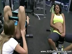 Lesbos please their vaginas at the gym