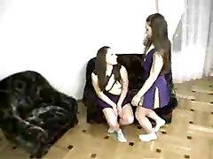Cheerleading g/g twins -