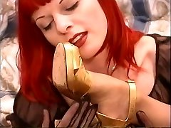 Redhead lezzy with nipple piercings removes stockings & sucks feet of goth slut