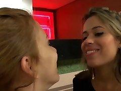 No compra nada, pero besa mucho a la chica