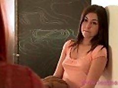 Lesbea HD Učitel proužky teenager student, pak šuká její těsné čisté kočička