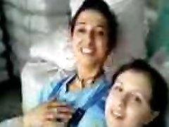 Turecké dívky Fabrika kizlari birbirlerini oksuyor