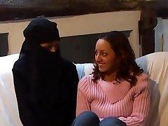 Beurettes Rebelles, část 3, Karima & Myriam