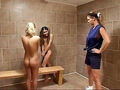 Tělocvična Trenér Úlovky Dvě Dívky Experimentovat