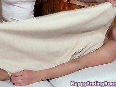 Elegantní modely masáž se promění v lesbické zábava