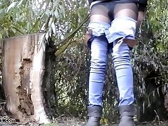 pissing in nature 10224