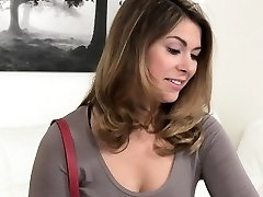 Female agent, hračky, sexy brunetka babe