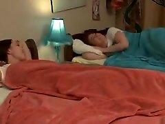 Tee girl-girl rest over