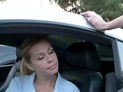 Ohromující mladé blondýnky kurva ve sportovním autě venku