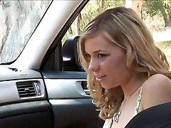 velmi sexy lesbický sex v autě