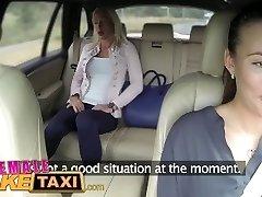 Žena Falešné Taxi Dvě sexy dámy mají zadním sedadle zábava