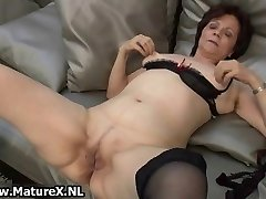 Mature housewife in spectacular tights