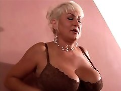Steaming MILF gets cock