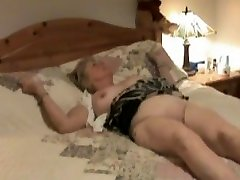 Hidden camera shows mature treated to orall-service.