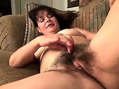 Elderly mature landlady Lori toying by EuropeMature