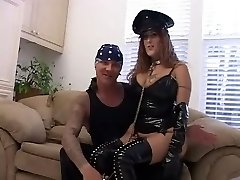 Big-chested Mature in Latex does Double Buttfuck