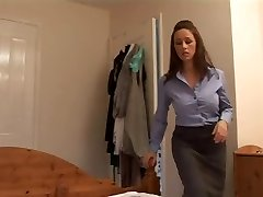 Angry mom gives her boyfriend a raunchy handjob
