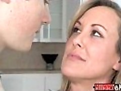 Teen Madison Chandler and huge-boobed MILF Brandi Love 3some