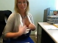 LittleKissMuffin: Mature plays in office