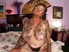 red-hot fucky-fucky with tattooed granny
