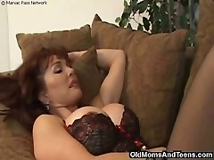Taking a faux-cock from mature mommy