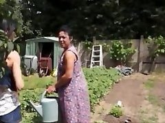 Agricultrice Madalyne la байсэ jest dans Le Champ
