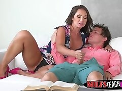 MILF and daughter-in-law share Robys prick