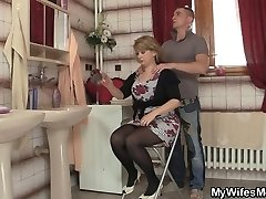 His wife comes out and he humps her mummy