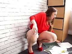 Killer mommy Sophia Delane demonstrates her up-mini-skirt view