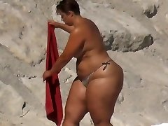 Plumper Huge Ass on the Beach