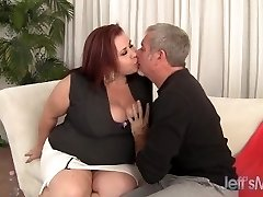 Plumper Dame Lynn plays with her tits before 69 & fuck