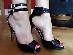 Hawt mama feet... 1