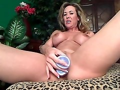 Supple mature dildoing pussy