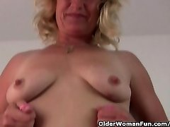 Fuckable grannie spreads her old pussy broad