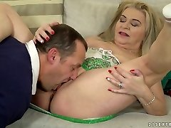 Chunky light-haired haired sloppy harlot Betsy B is so into working on stiff spunk-pump
