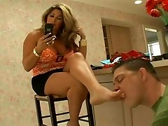 Stepmom has her soles cleaned after shopping
