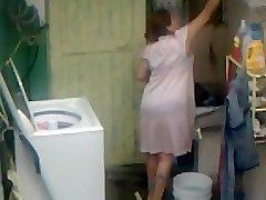 Spying Aunty Caboose Washing ... Big Butt Plump Plumper Mom