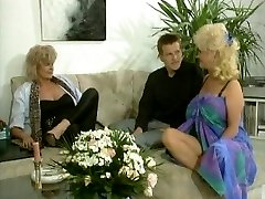 Ample tited blonde brings her joy button to life