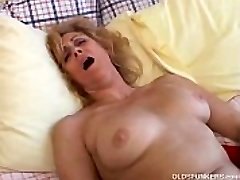 Mature fledgling likes to cum