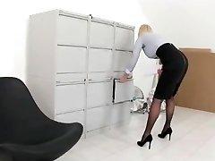 Prostitute-Secretary, Audition