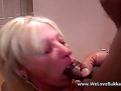 Elder mature wife does bukkake