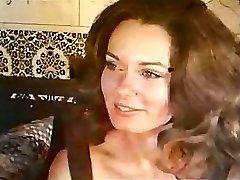 Black-haired Babe Gets Nailed Retro Fashion