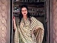 bollywood actress rekha tells how to make fucky-fucky