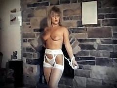 DA YA THINK I'M HAWT? - vintage striptease dance performance