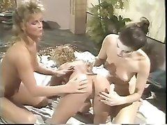 Erica Boyer having a g/g trio-some with 2 girlfriends on the bed