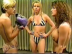 Cal Fine Christine vs Lee sans bra boxing
