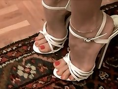 Very sexy white high high-heeled slippers --- Sexys tacones blancos